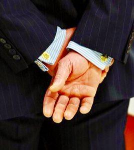 スーツ・スタイルに着用されたカフリンクス