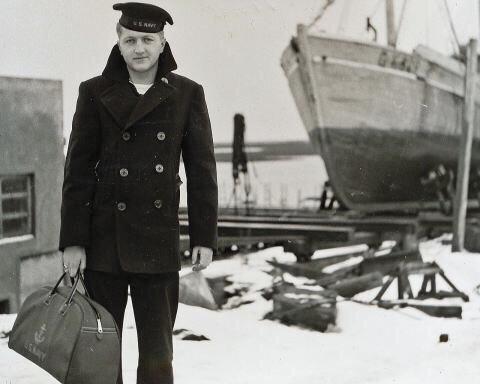 ピー・ジャケットを着用した水兵